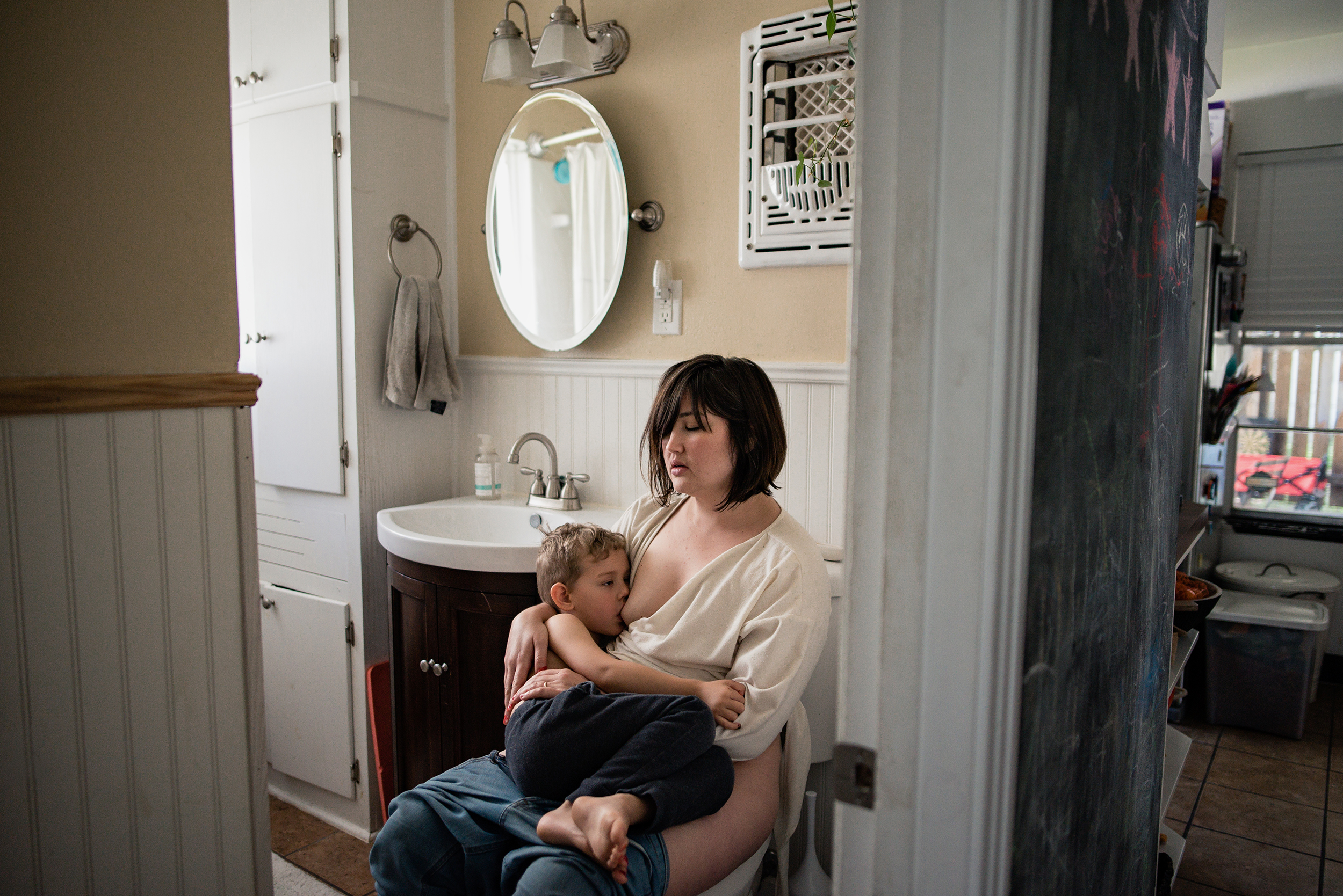 9 full term breastfeeding austin photographer.jpg