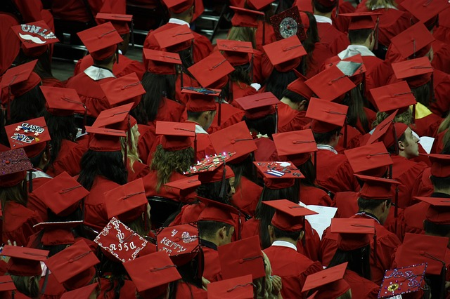 graduates-351603_640.jpg