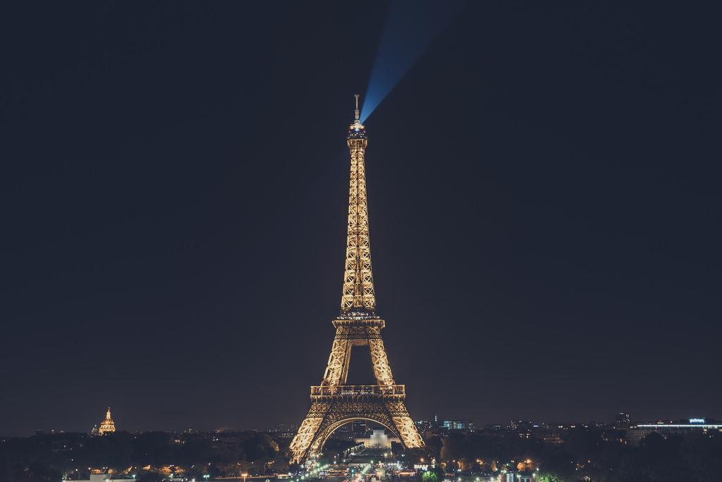 Eiffel Tower at night_30737520985_l.jpg