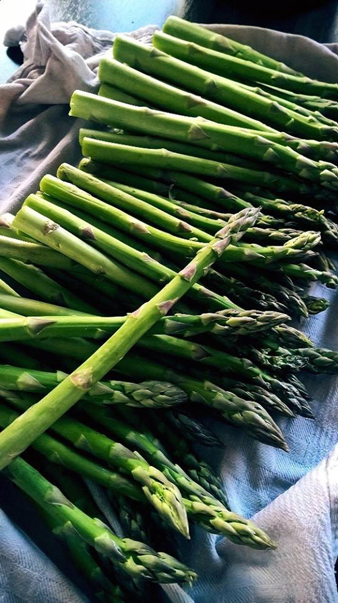 Heerlijk verse groene asperges