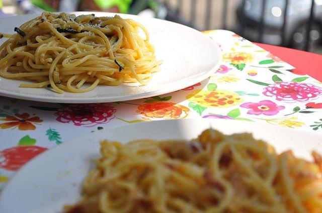 Er zijn weinig dingen zo lekker als een goed bord met pasta! 😊 Vegetarische carbonara bijvoorbeeld of gewoon wél lekker met een stukje guanciale! Genieten!! Alvast een fijne week toegewenst! Groet, Niels van Toia 😊🥂🍝#italiaanseten #italiaansewijn #pasta #carbonara #vegacarbonara #guanciale #lekker #genieten #ontspannen #zomer #italië #catering #italiaansecatering #toia