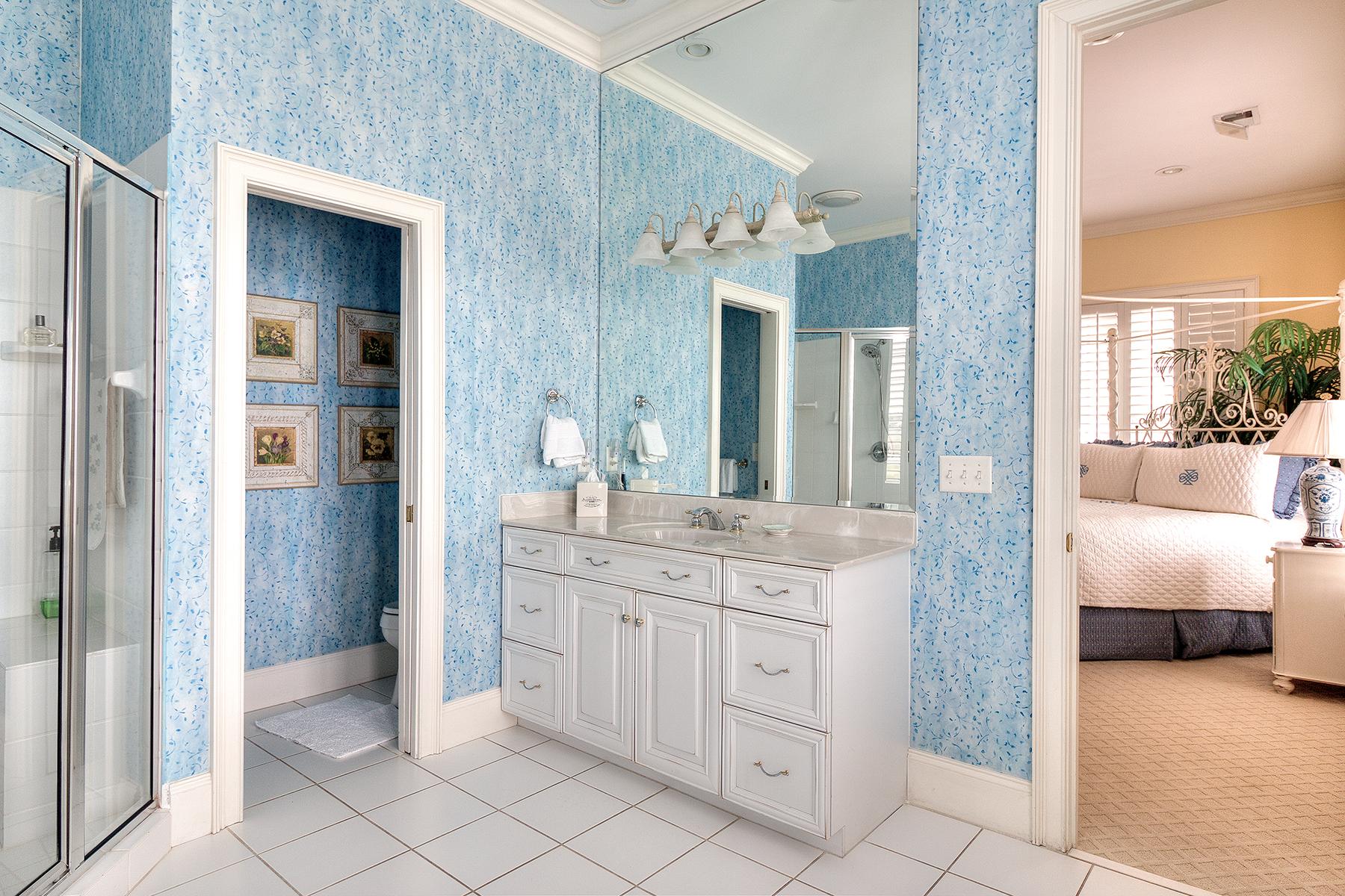 1271 Norris - blue white bath 2 MLS.jpg