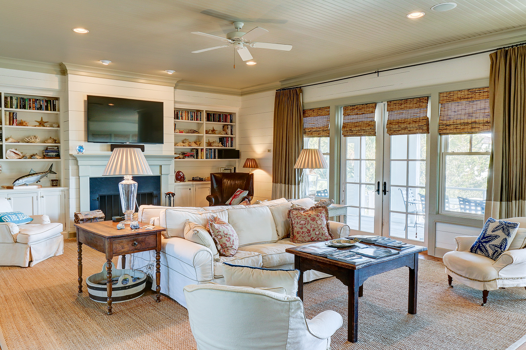1107 Deb - living room MLS.jpg