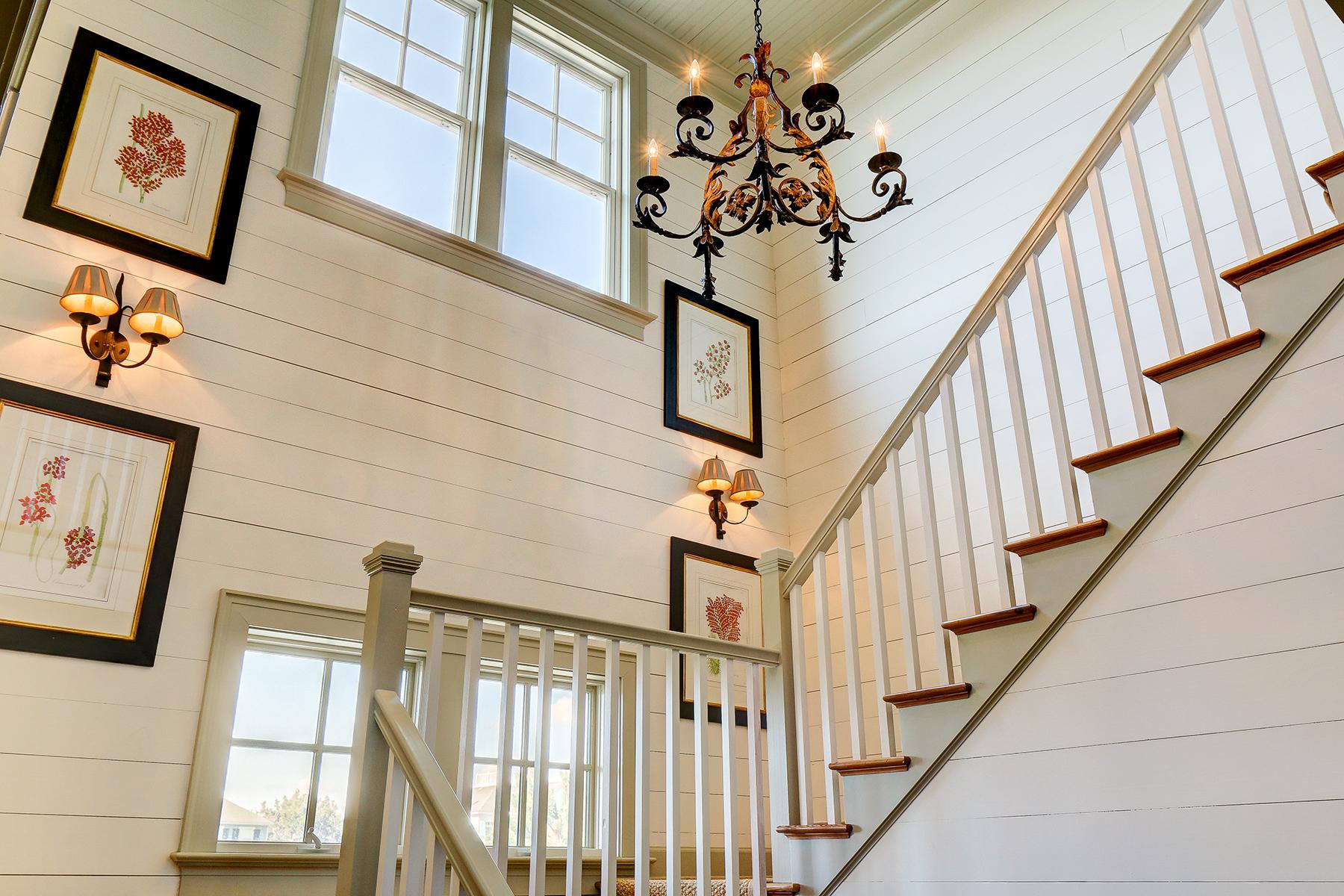 1107 Deb - stairwell MLS.jpg