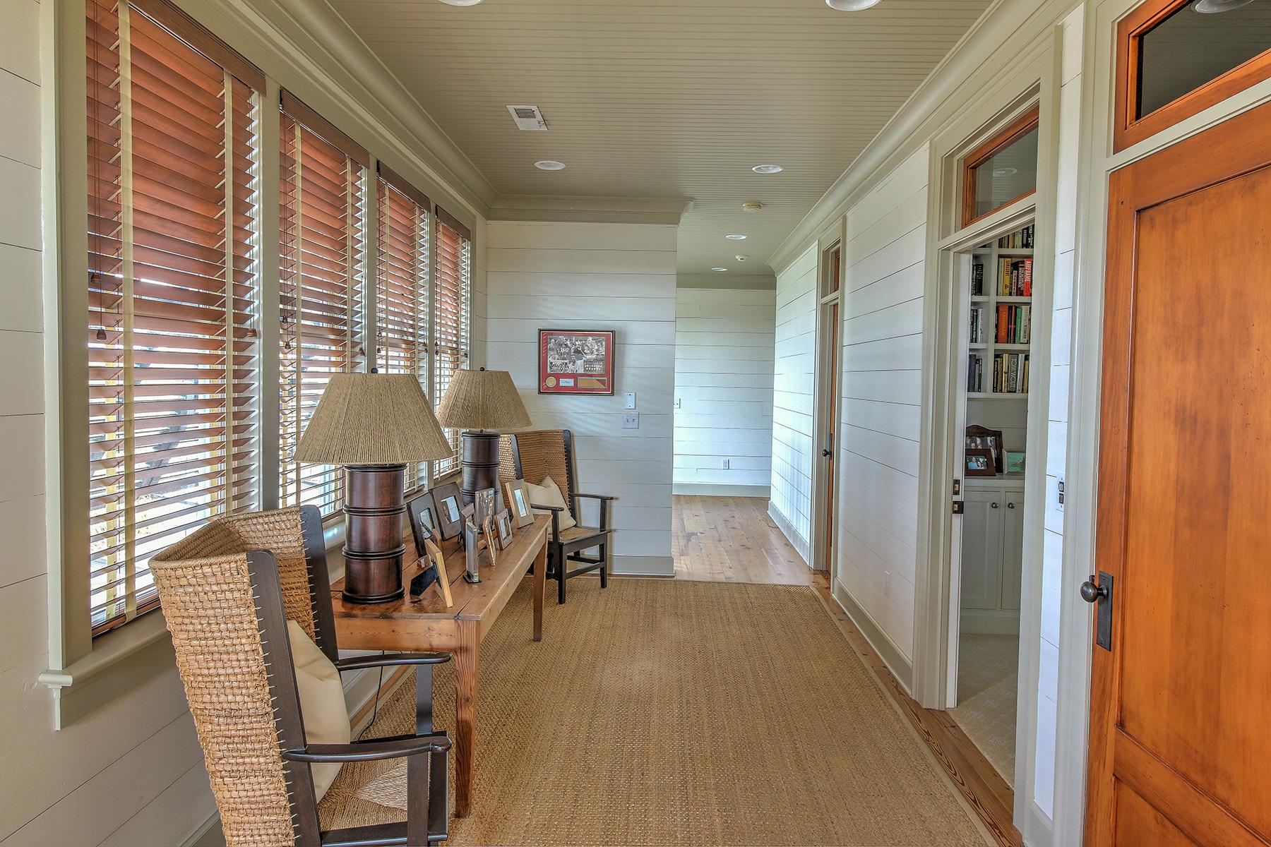 1107 Deb - upstairs hallway MLS.jpg