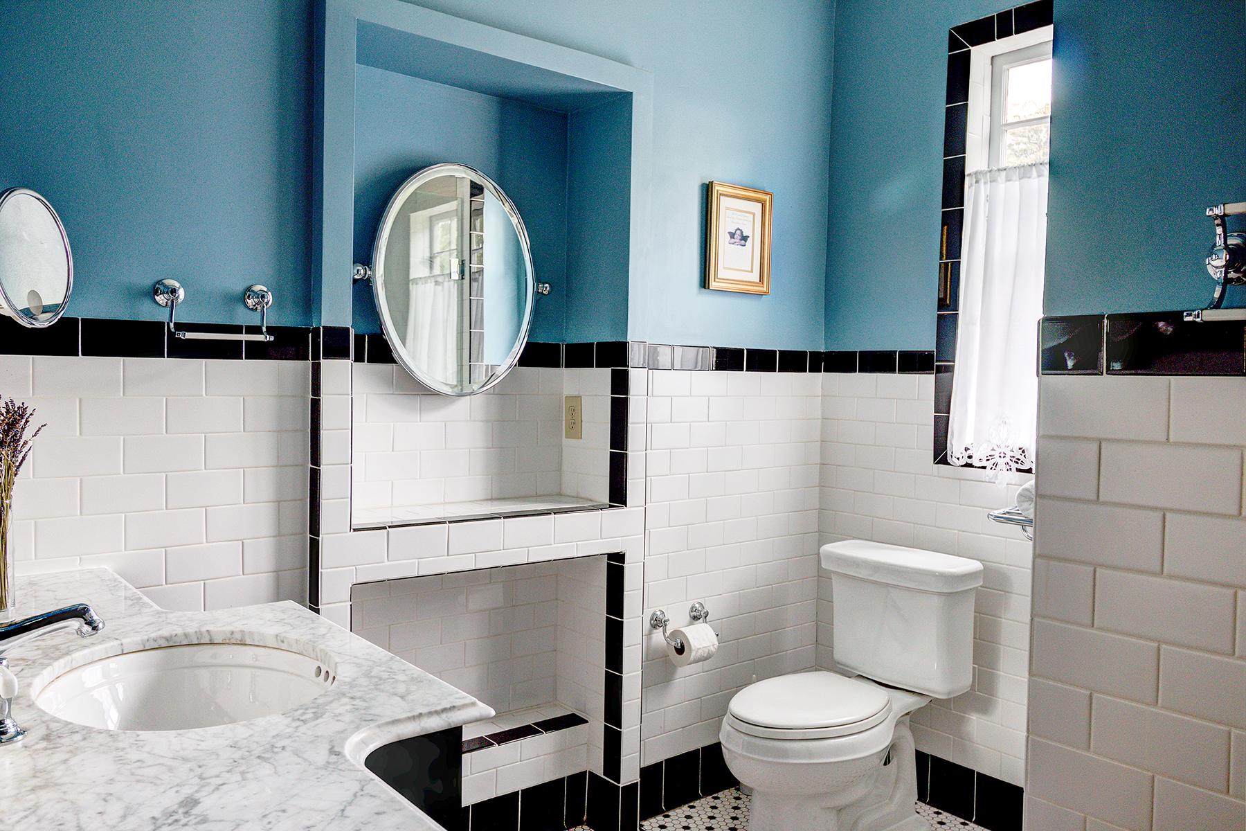 512 Prince - master bath 1 MLS.jpg