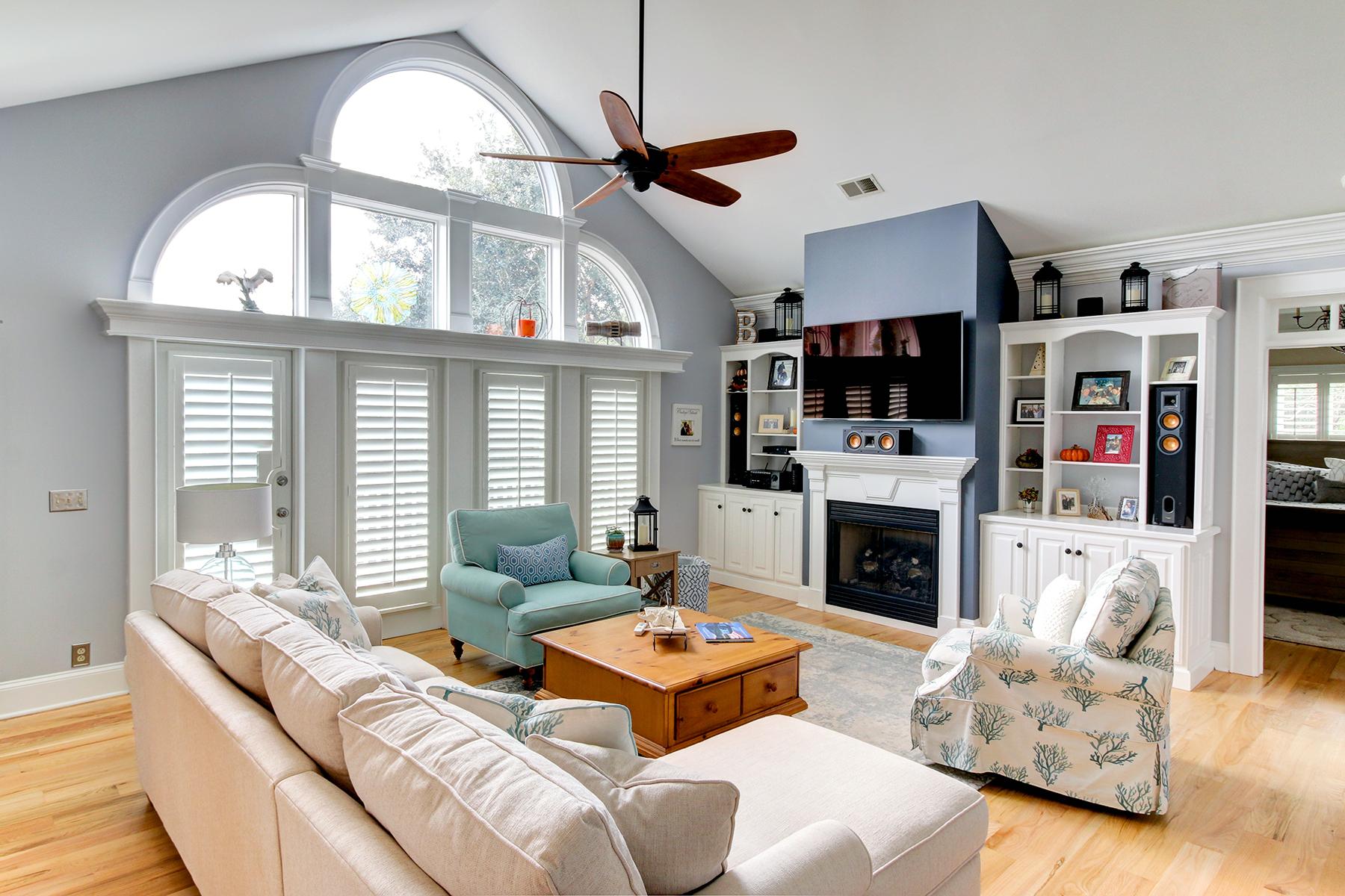 Salt Creek - living room MLS.jpg