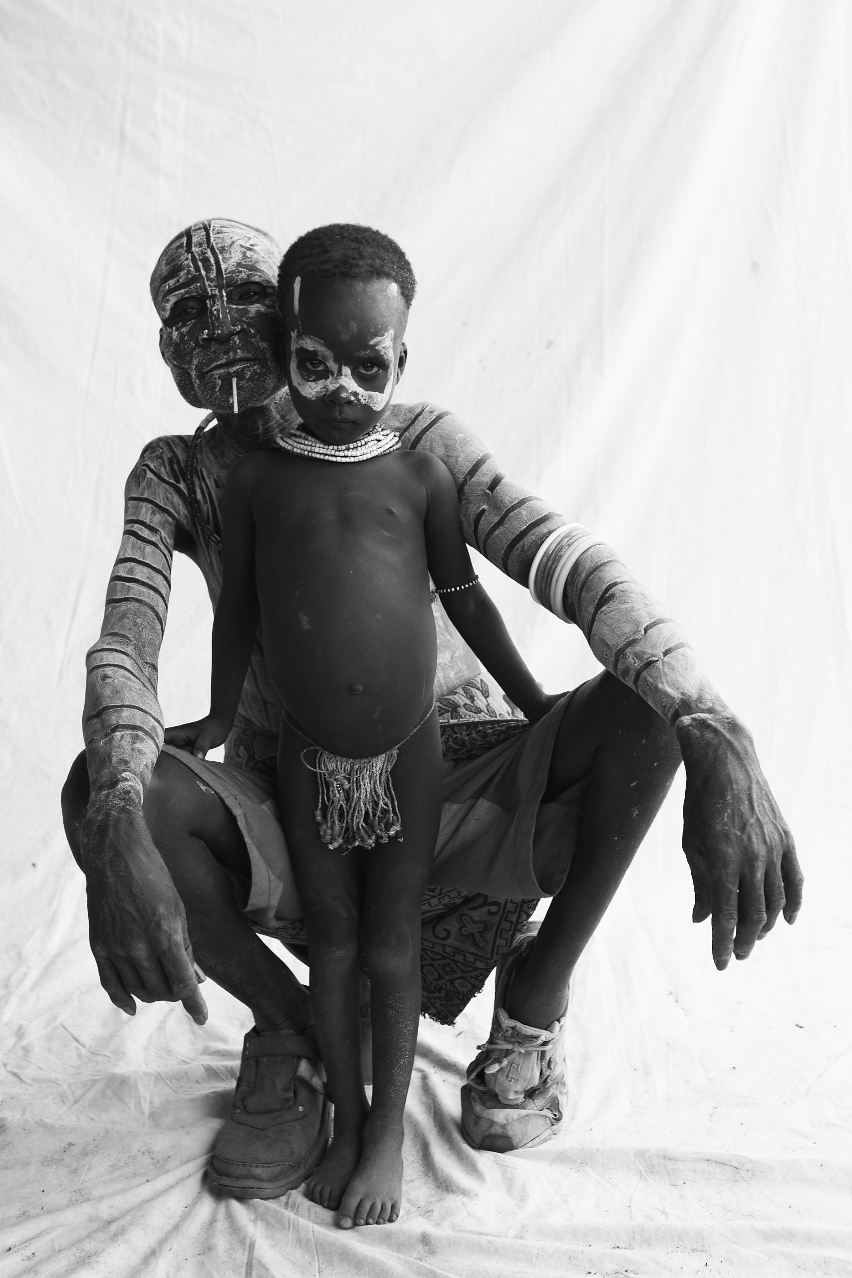Karo Elder and child_01.jpg