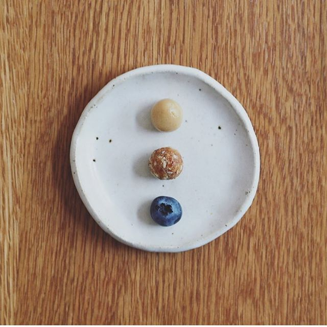 The yummiest mini blissballs! Best eaten together! 😋Top - tahini with honey, Middle - date & almonds, Bottom - a blueberry!