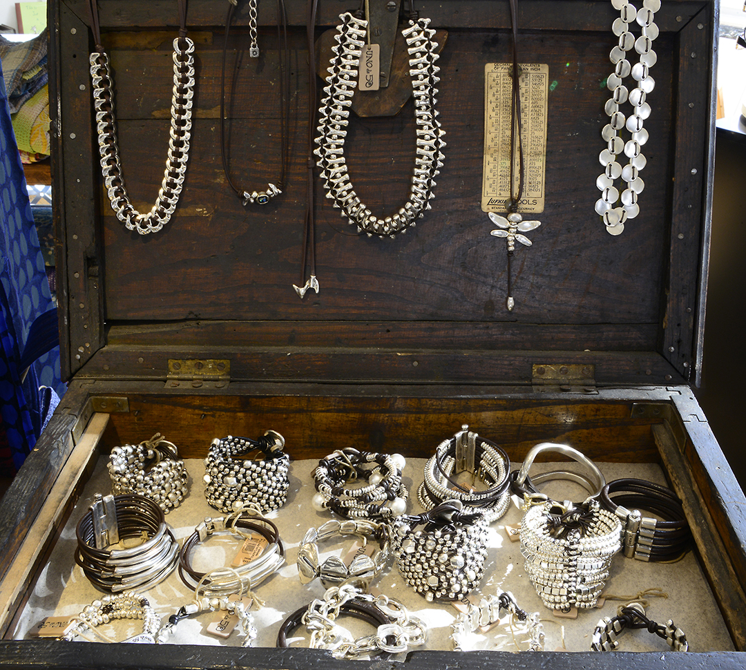 """""""Uno de 50"""", trunk show. Unique collection of handcrafted Spanish jewelry."""