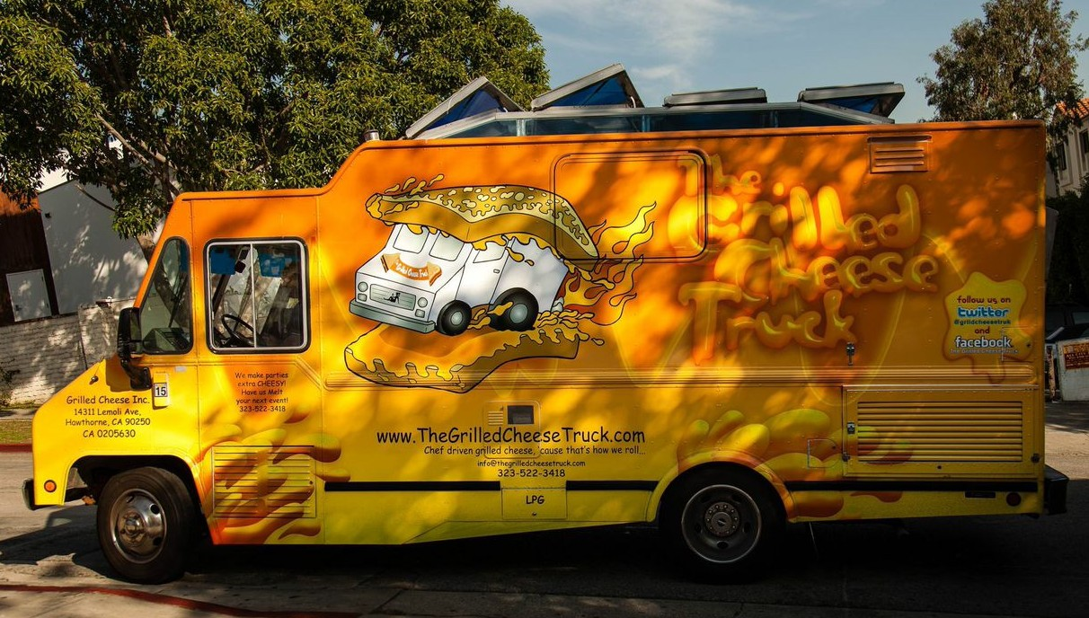 The-Grilled-Cheese-Truck-e1422396446789.jpeg