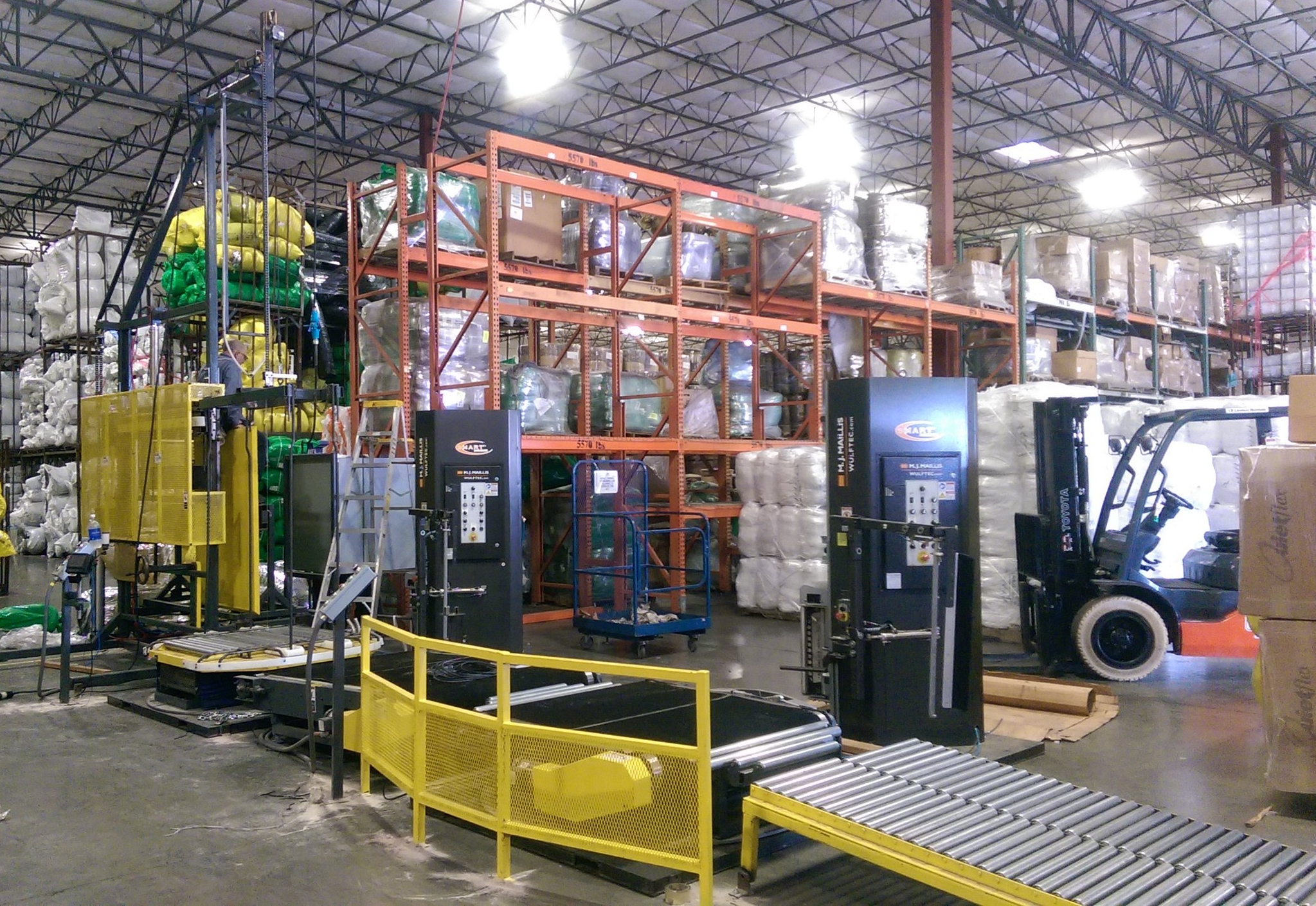 The Fastpack 200 series packaging equipment.