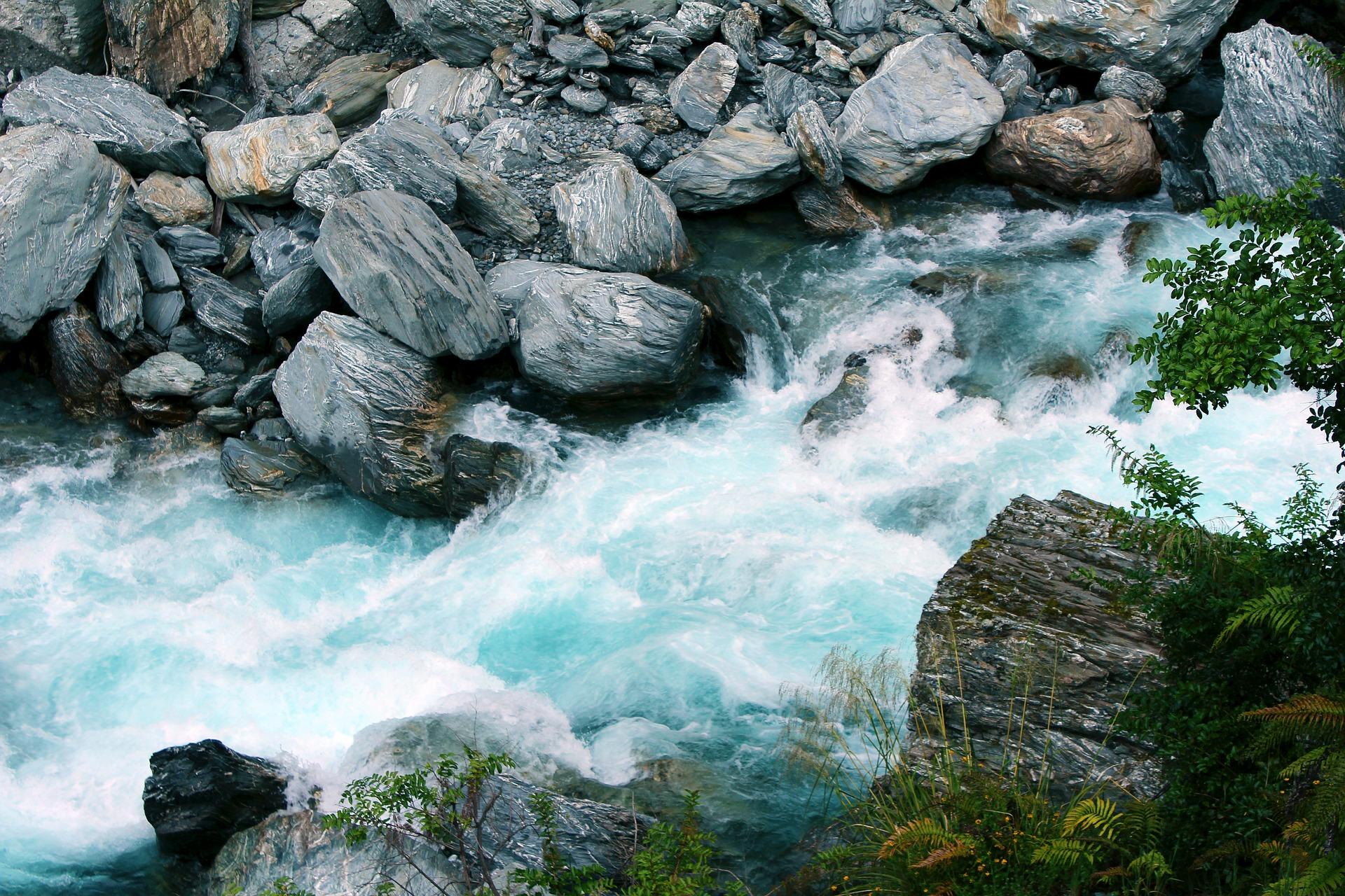 waterfall-2269685_1920.jpg