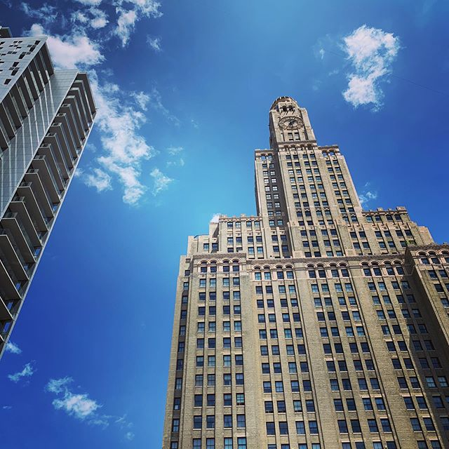 Brooklyn sky.  A beautiful Memorial Day.  Enjoying the day off.  Thankful. #brooklyn #building #buildings #sky #skyline #memorialday #architecture #artphotography +++ Pete RG is now Sons Of Silver.  Follow us at @sonsofsilverband