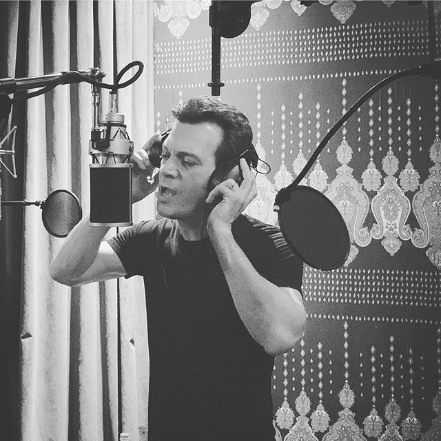 Recording vocals.  Grrrrrrrrr 👀🎧🎤 @peterargyropoulos #recording #recordingstudio #recordingstudiolife #studiolife #braunermicrophones #studiolifestyle #blackandwhite #singing +++ Pete RG is now Sons Of Silver.  Follow us at @sonsofsilverband