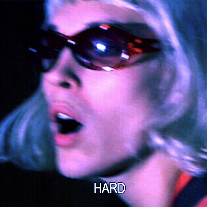 """VIDEOPREMIÄR: Ruby Empress –  """"See No Evil"""" är en glammig uppvisning i betongmiljö."""" - HYMN"""