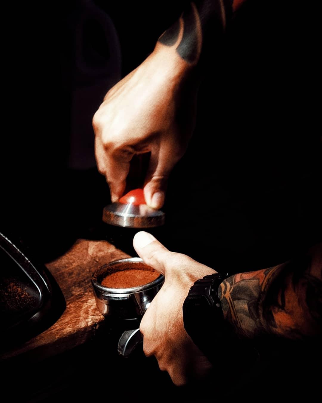 Trailer coffee espresso shot Chiang Mai. Thailand specialty coffee guide.