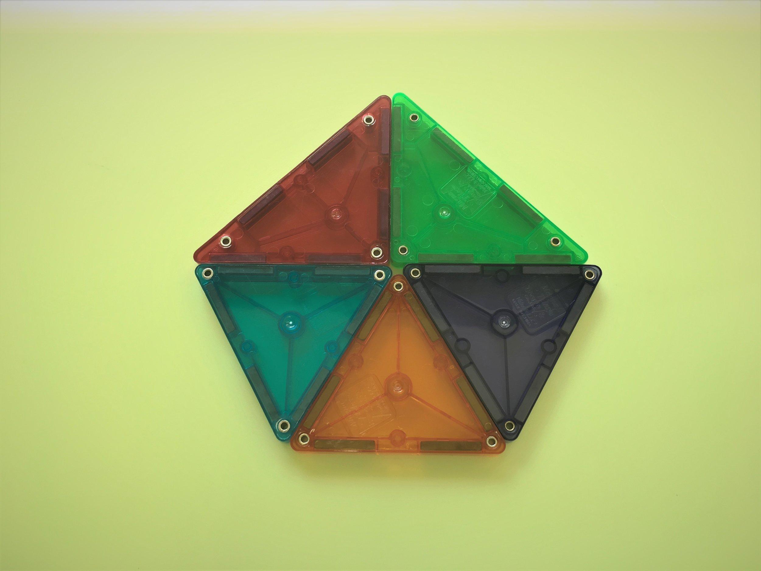 五角形(Pentagon)の完成です!この図形には不思議な魅力を感じてしまいます。