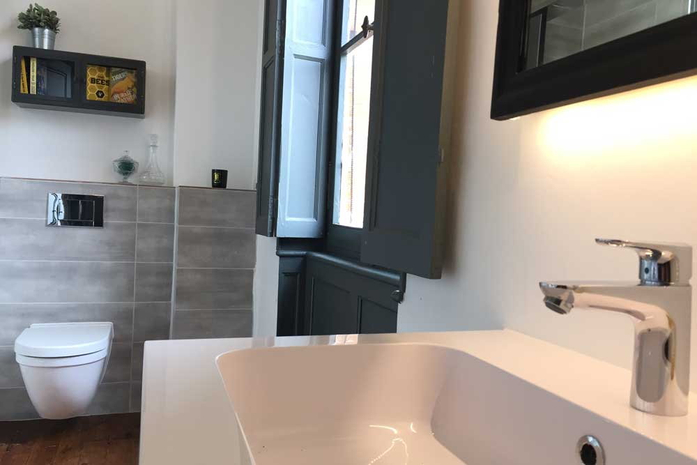 Chateau with luxury bathroom