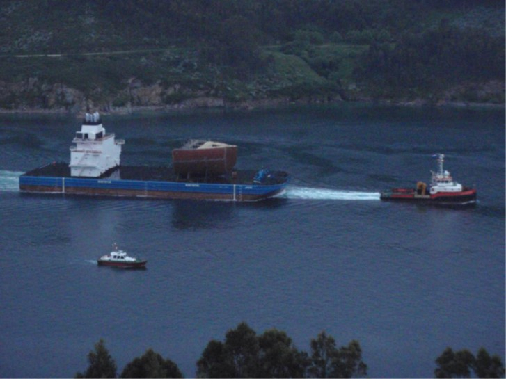 The transport barge laden with the first modules en route to Puerto Real. Image credit: LBG Marine Surveys