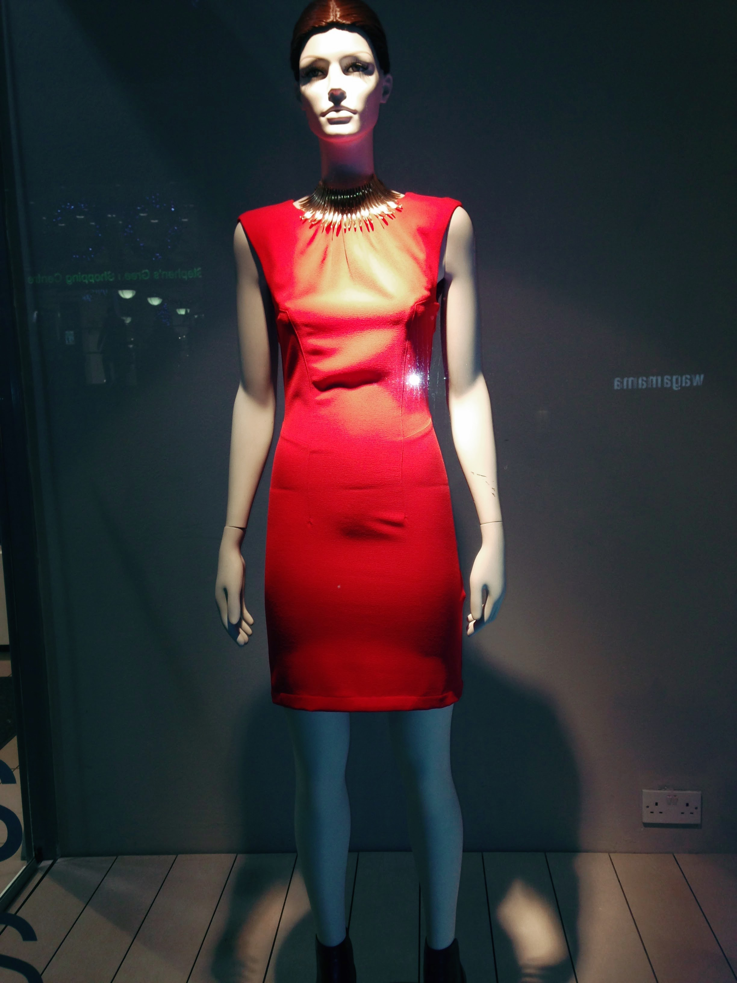 """First up and my next BEST BUY is this great """"body con"""" dress again from H&M. This one €29.99."""