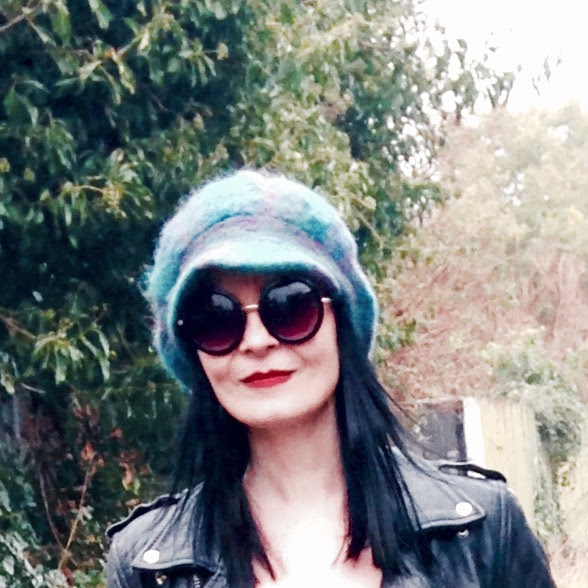Vintage Hat with shades! Rock chick vibe!