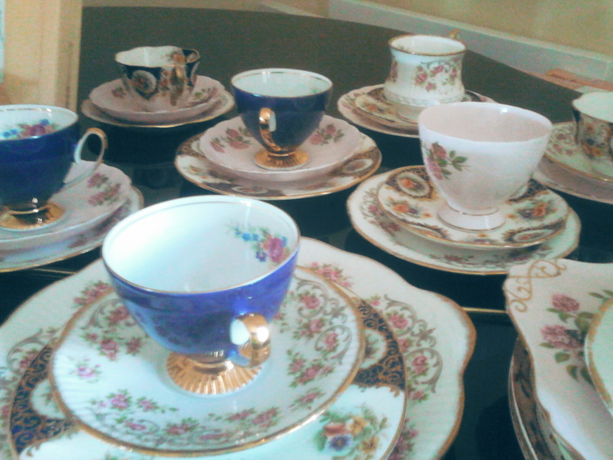 Dead Peoples Delph!............. Thrifted Vintage 1950's mix and match china.