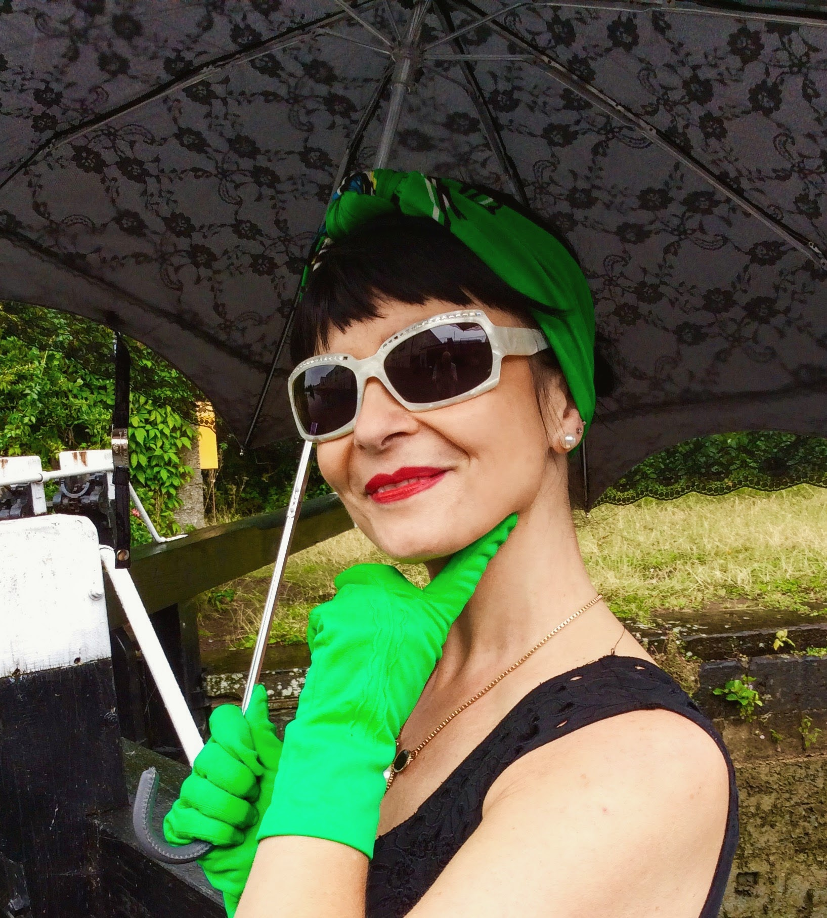 Bright green vintage gloves and red vintage lips!