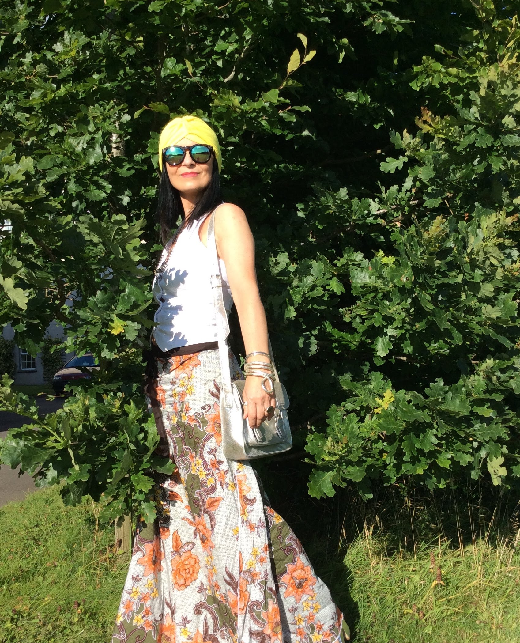 ootd vintage 70s skirt , yellow turban, white waistcoat top, silver cross body bag