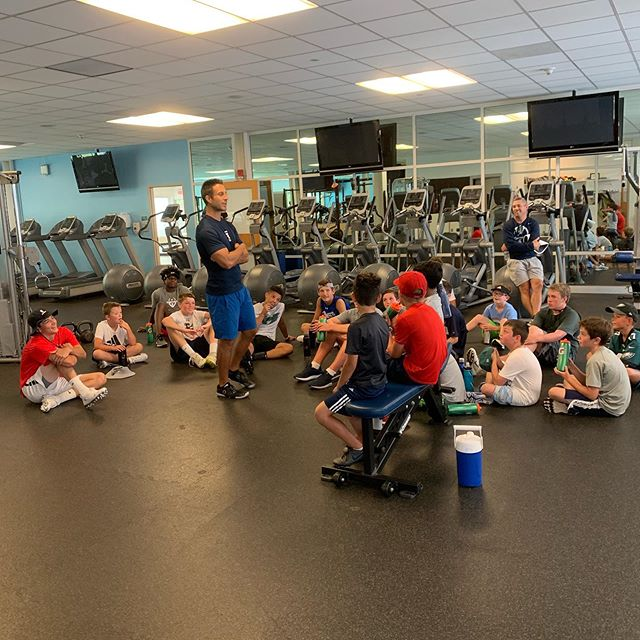 Strength and conditioning coach, Steve Musacchio, talking about health❤️, fitness💪🏽, and nutrition🍏 to football 🏈!