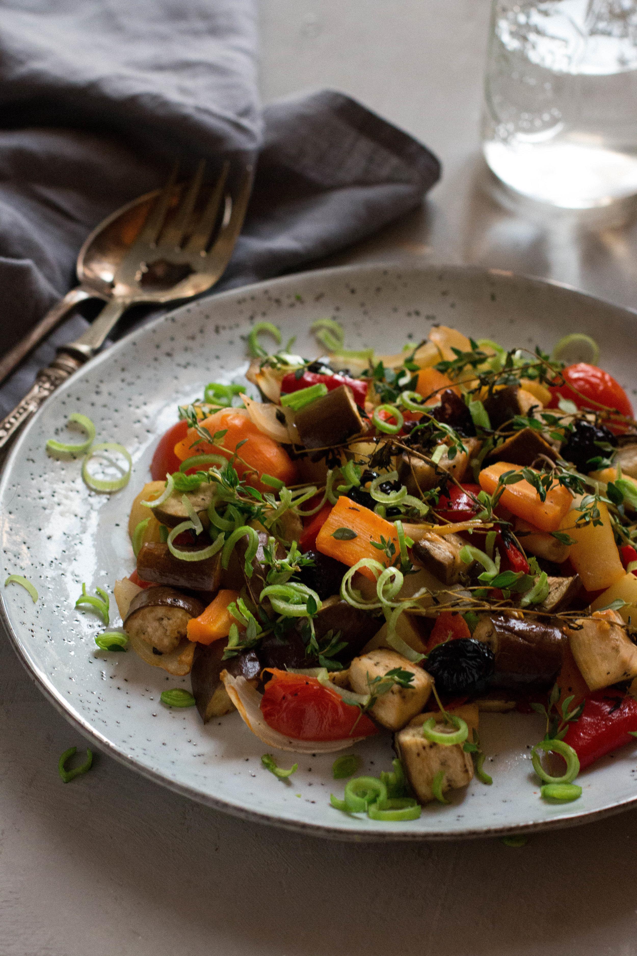 Kimyonlu sebze salatası