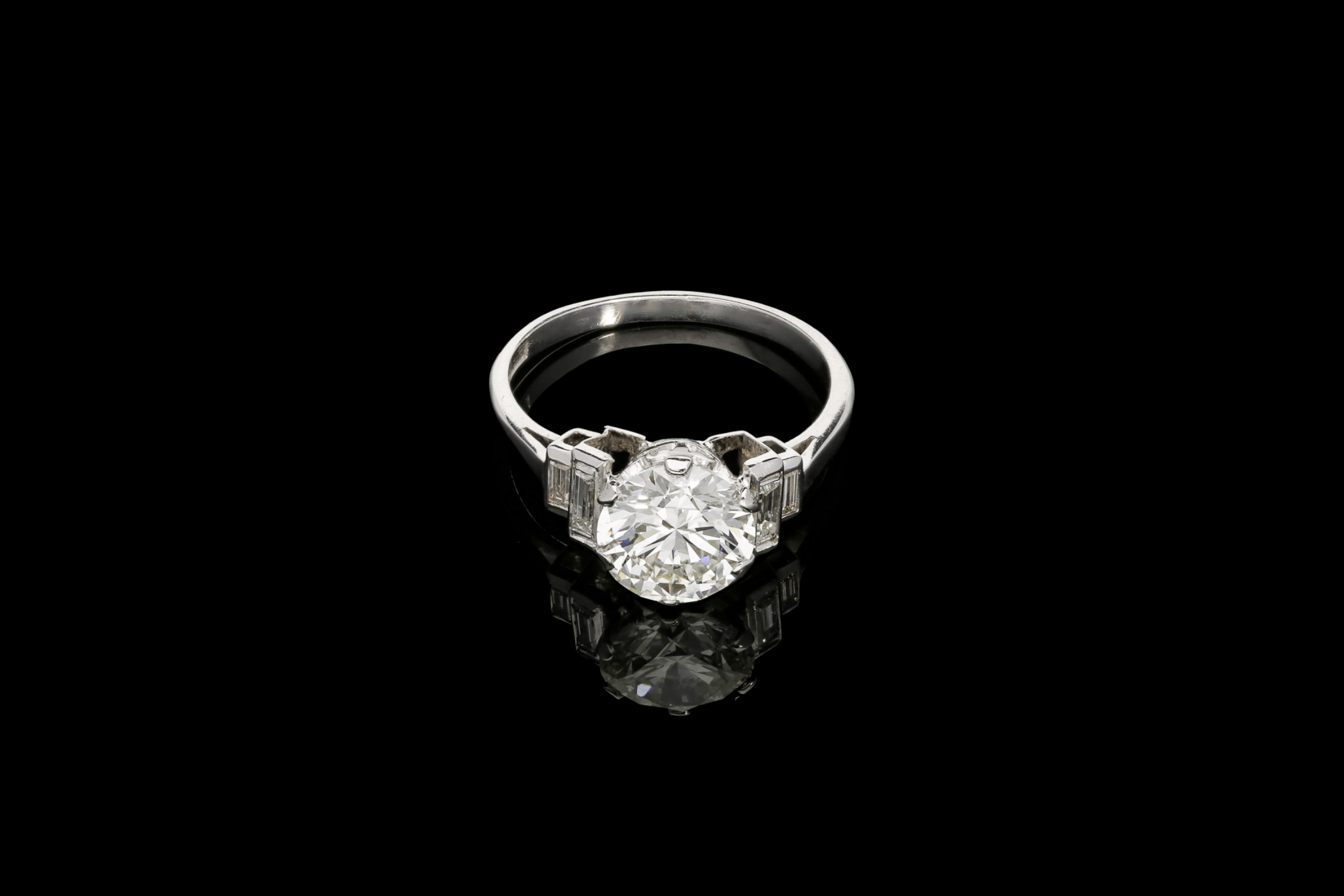 A delightful Art Deco ring | £25920