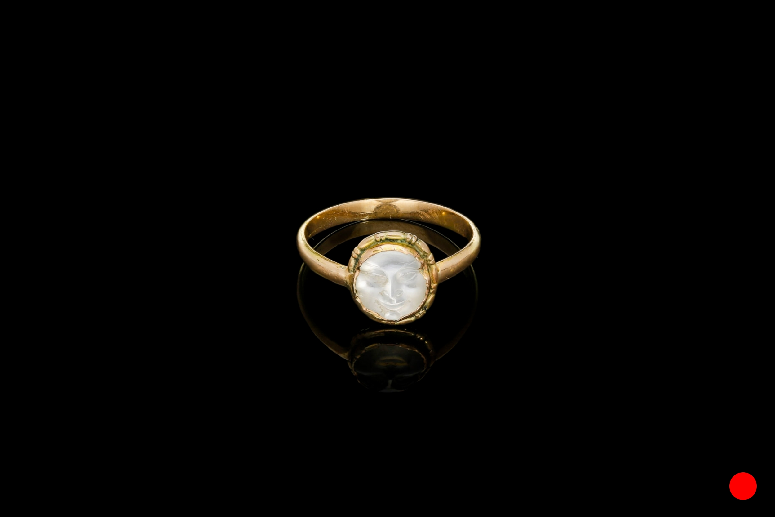 An exquisitely carved Victorian man in the moon moonstone ring set | £1150