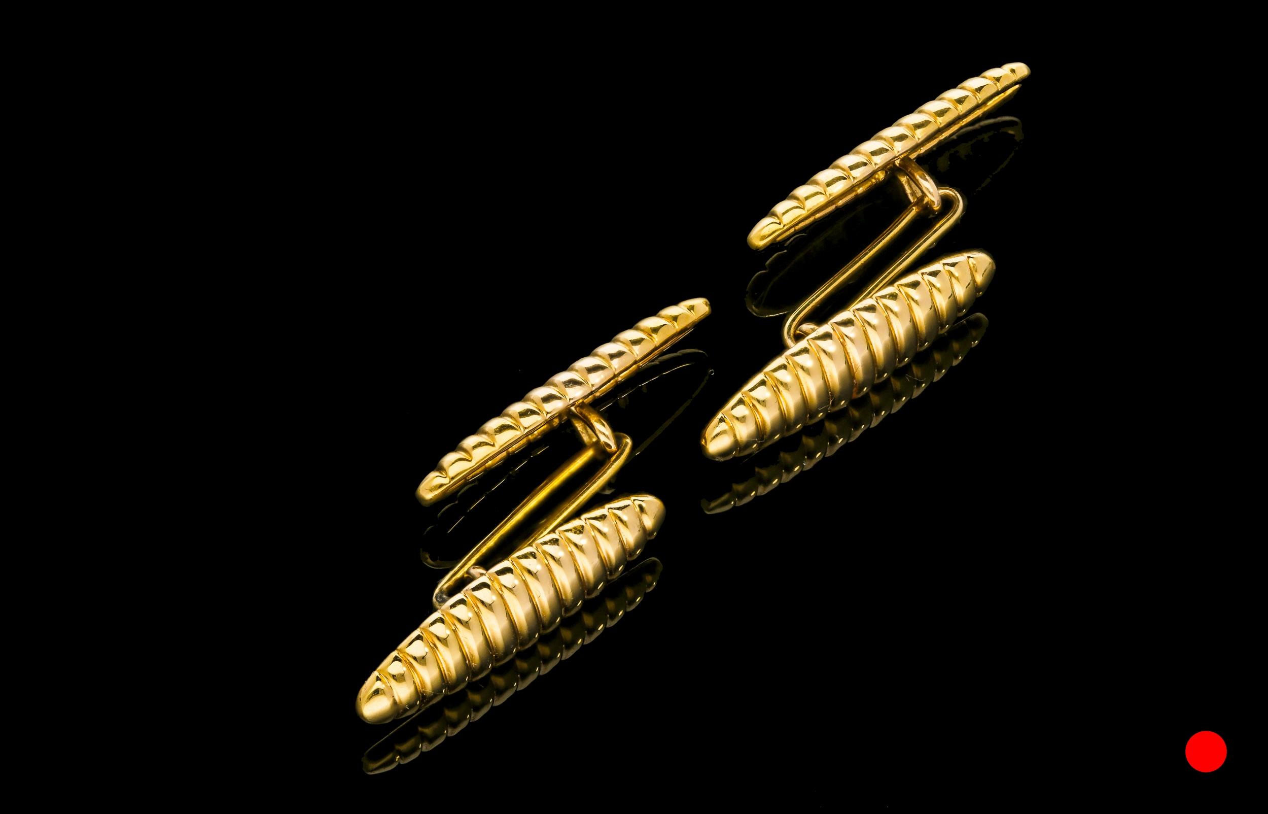 A Victorian 18ct lozenge cufflinks | £725