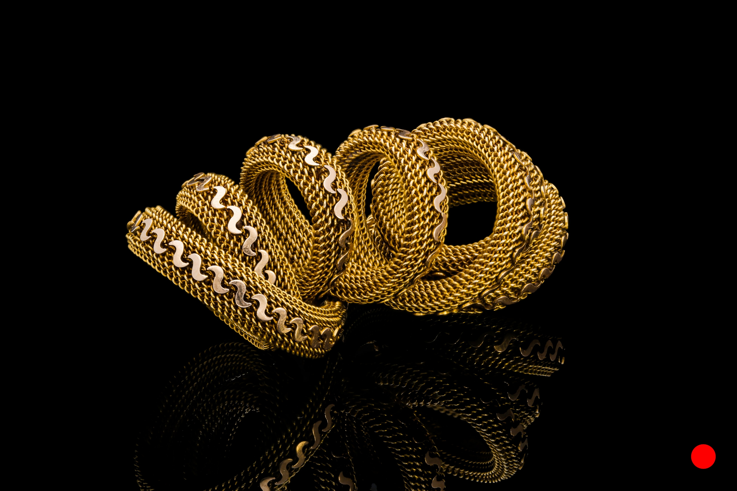 An unusual Victorian 18ct yellow gold mesh basket weave necklace | £3850