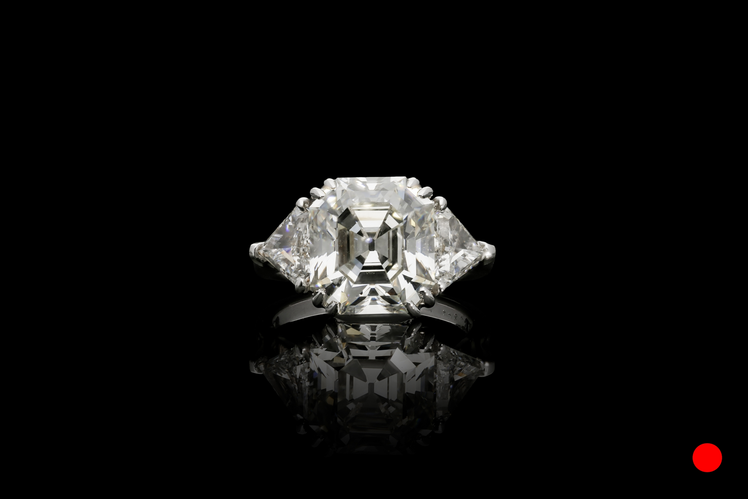 A  diamond shoulders set | £147500