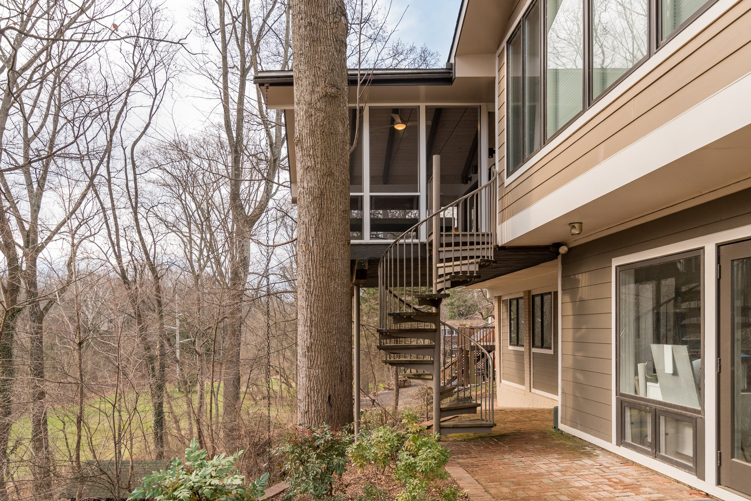 Spiral staircase to floating screened-in porch
