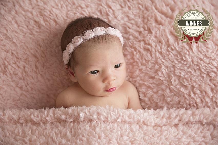 56906440_schierl-fotografie_pink_wunderful_eyes_newborn_9y2a8019.jpg