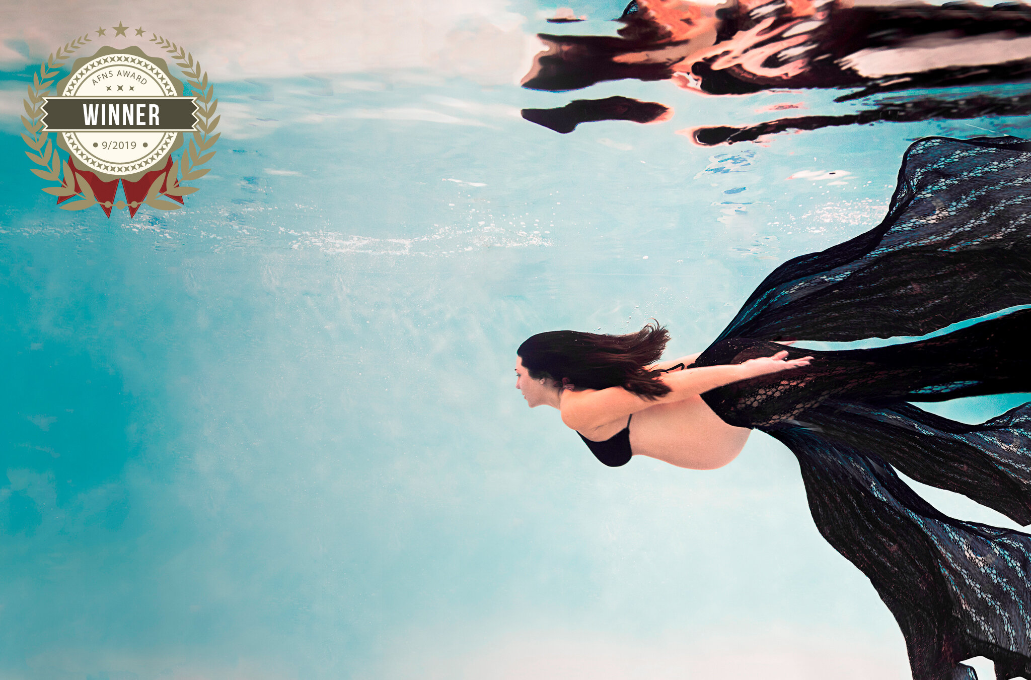 56906440_underwater_maternity.jpg