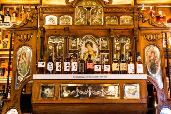 Oscar-Wilde-Bar-bottles-695x464-1.jpg