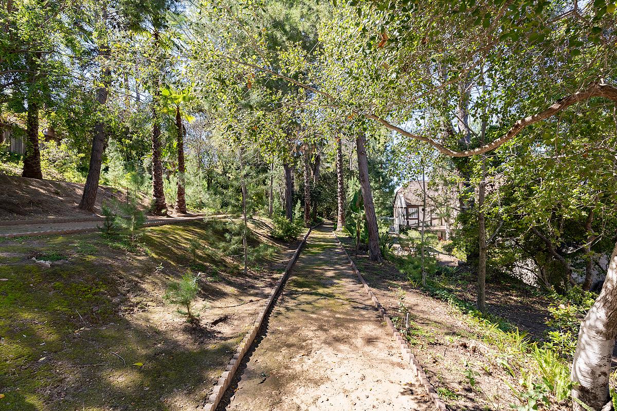 1662 Foothill Blvd_0204-HDR.jpg