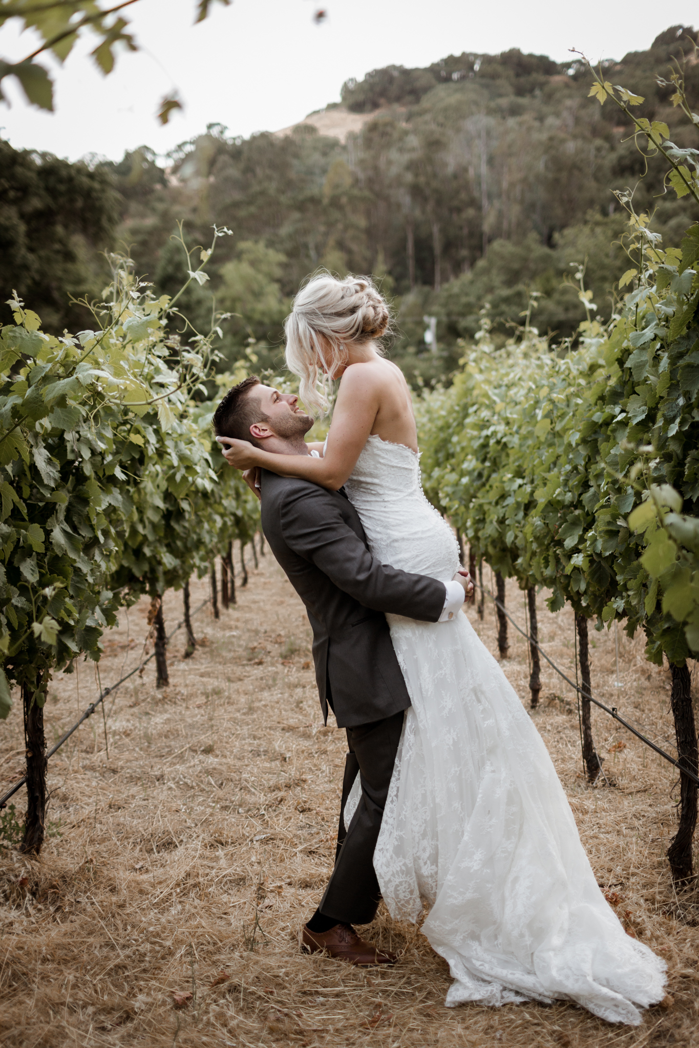 Bride and Groom Portraits Elliston Vineyard Sunol.jpg