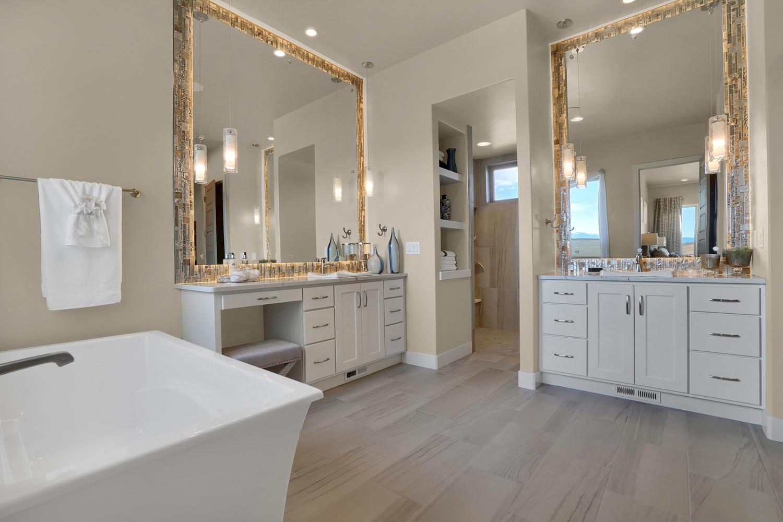 1807 Redbank Dr Colorado-large-008-9-Bathroom-1500x1000-72dpi.jpg