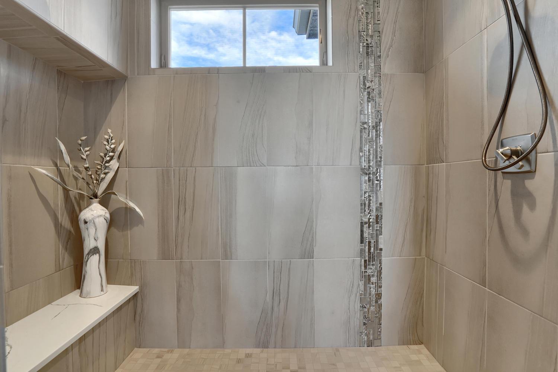 1807 Redbank Dr Colorado-large-010-10-Bathroom-1500x1000-72dpi.jpg