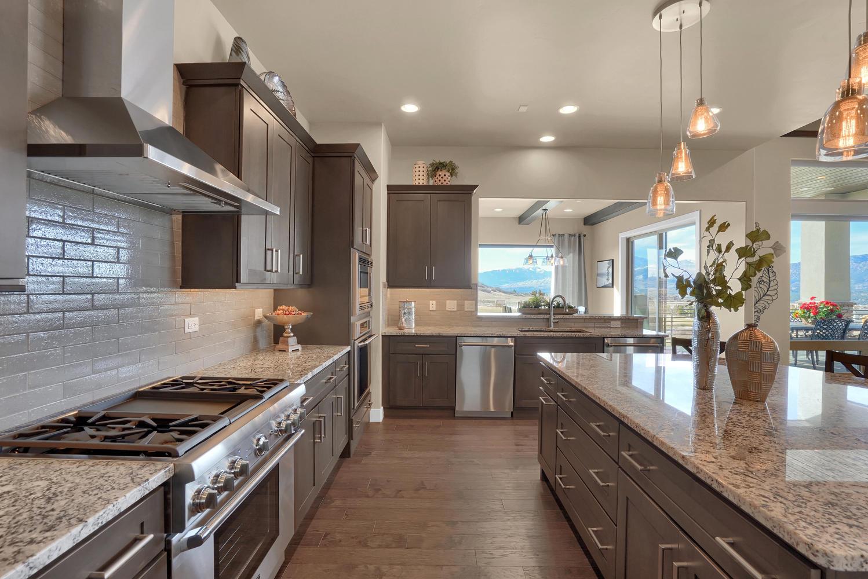 1807 Redbank Dr Colorado-large-017-18-Kitchen-1498x1000-72dpi.jpg