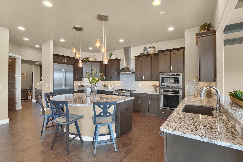 1807 Redbank Dr Colorado-large-020-17-Kitchen-1500x1000-72dpi.jpg