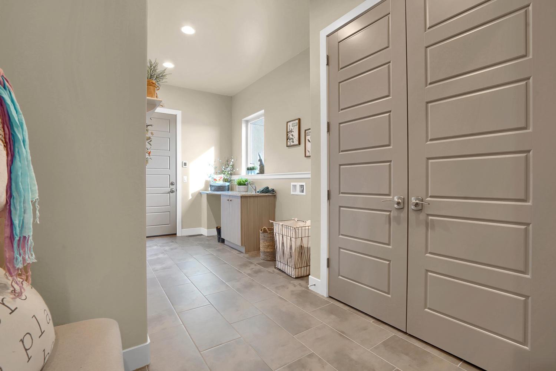 1807 Redbank Dr Colorado-large-025-26-Bathroom-1500x999-72dpi.jpg