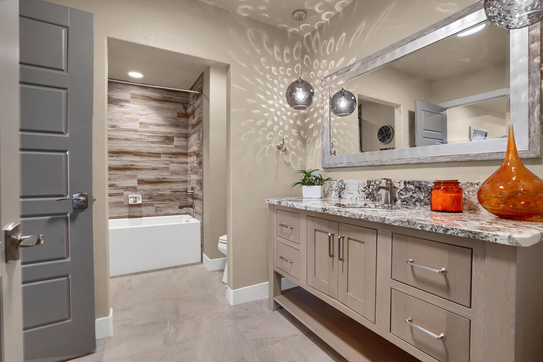 1807 Redbank Dr Colorado-large-029-28-Bathroom-1500x1000-72dpi.jpg