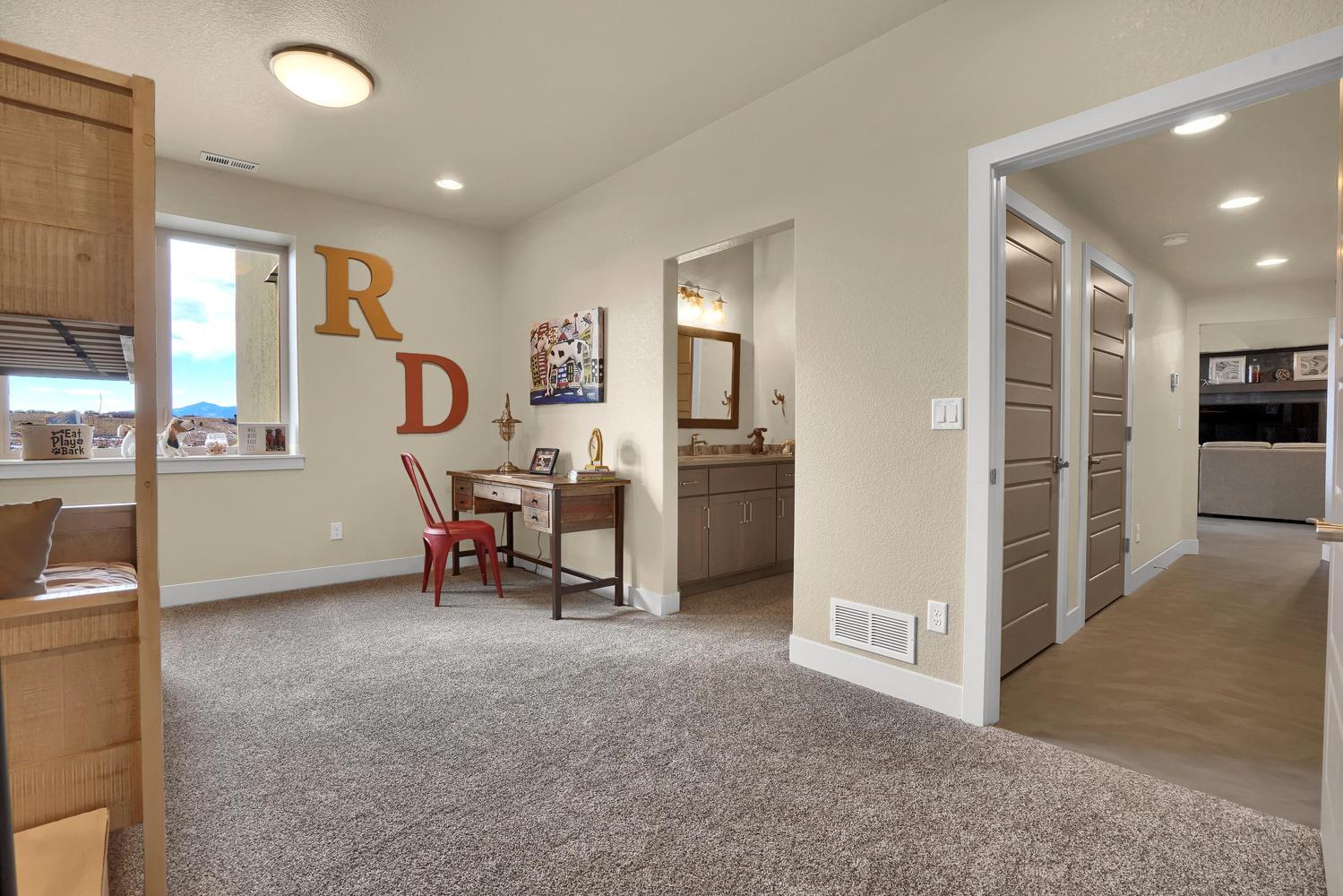 1807 Redbank Dr Colorado-large-030-31-Bedroom-1500x1000-72dpi.jpg