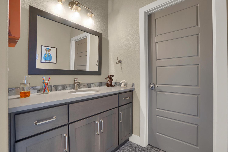 1807 Redbank Dr Colorado-large-032-32-Bathroom-1500x1000-72dpi.jpg